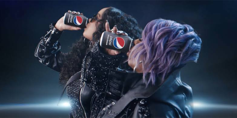 Pepsi, Super Bowl Reklamında Coco-Cola'yı Siyaha Boyadı