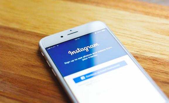 Instagram, Mesajlara Emoji İle Karşılık Verme Özelliğini Test Ediyor