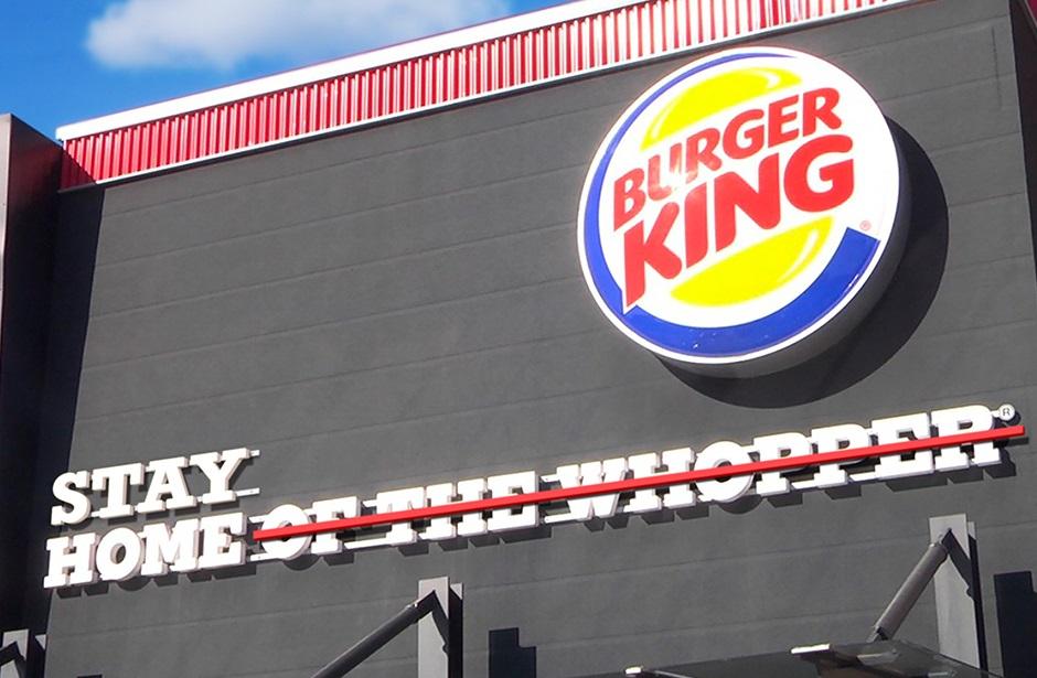 Burger King, İnsanlara Evde Kalmalarını Söylemek İçin Sloganını Değiştirdi