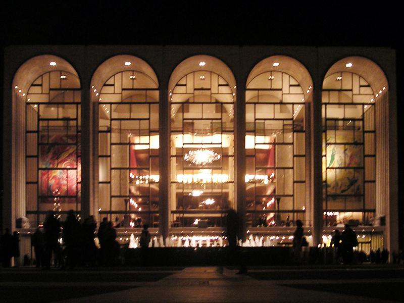 COVID-19 Sebebiyle Kapatılan Metropolitan Opera Binası Ücretsiz Canlı Yayın Yapıyor