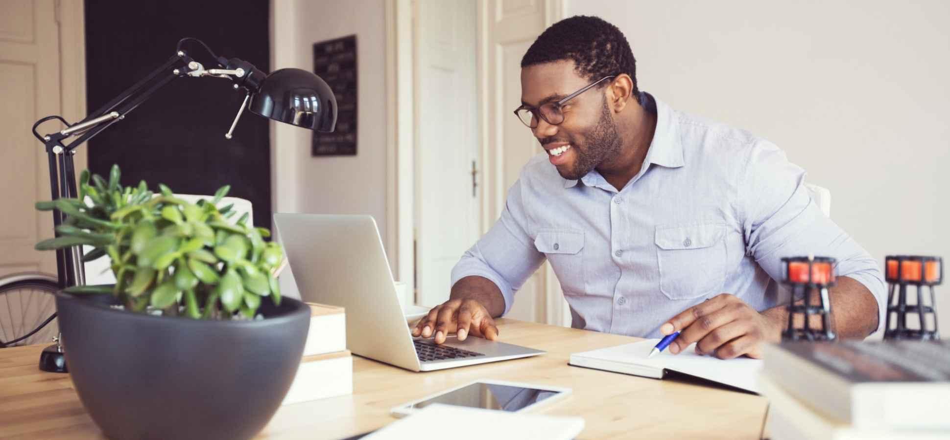 Evden Verimli Bir Şekilde Çalışmak İçin Uygulayabileceğiniz 3 Basit Öneri