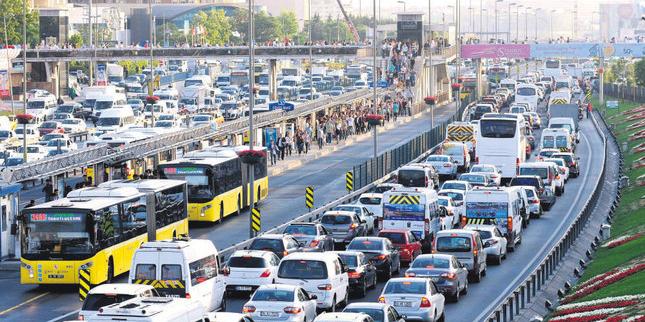 Sokağa Çıkma Yasağı Biter Bitmez Trafikte Hareketlilik Yaşanıyor