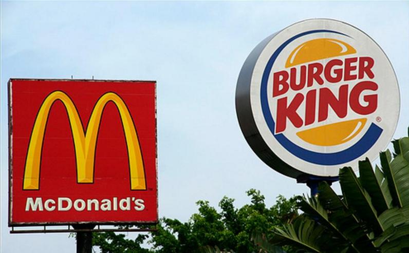 Burger King, McDonald's ile Arasına 'Sosyal Mesafe' Koydu