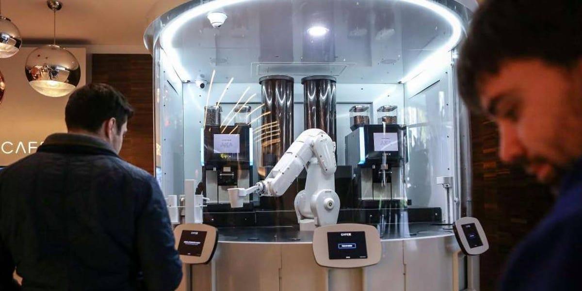 Güney Kore'deki Kafelerde Robot Baristalar Çalıştırılıyor