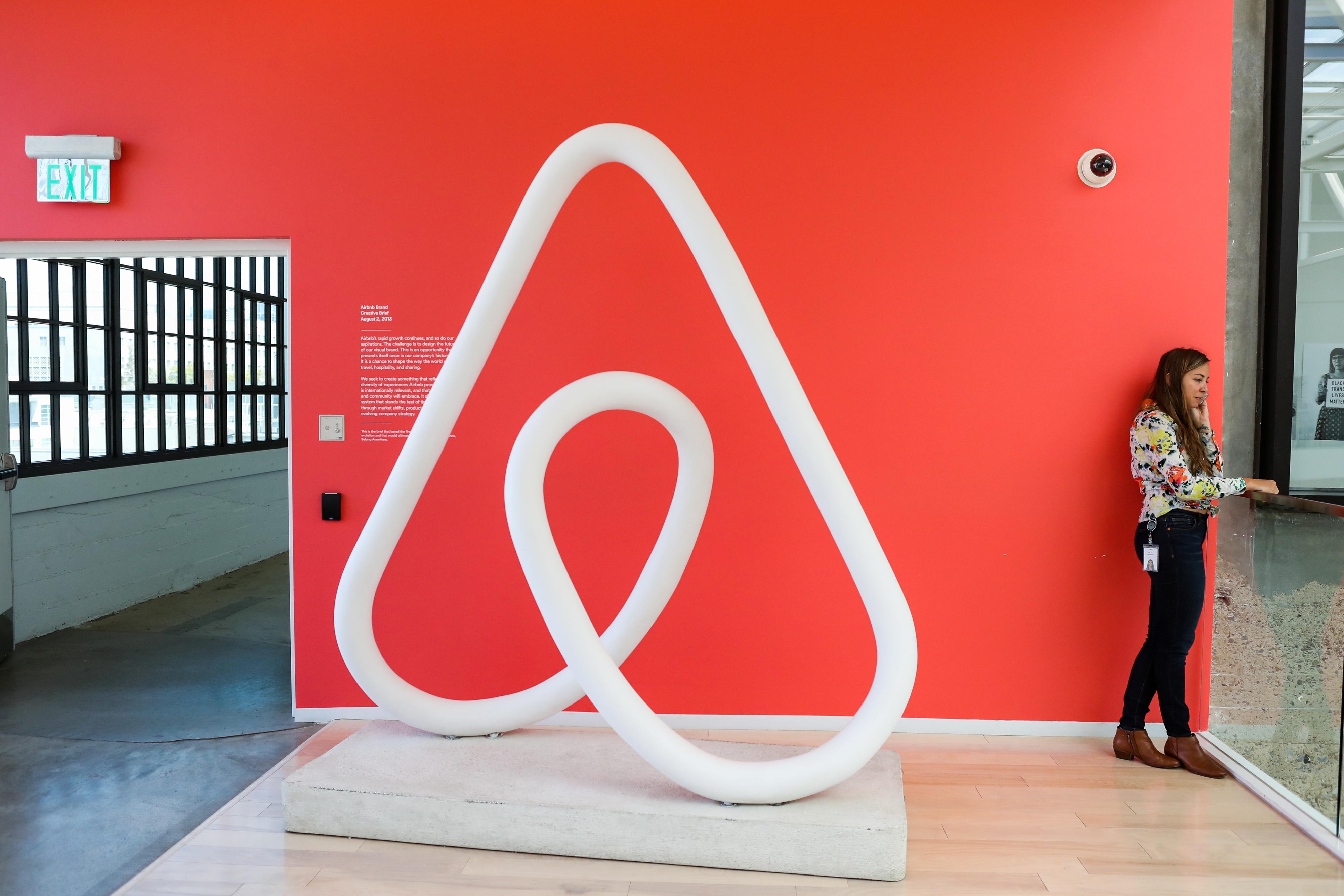 """Airbnb'den İşsiz Kalan Çalışanlarına """"Yetenek Rehberi"""""""