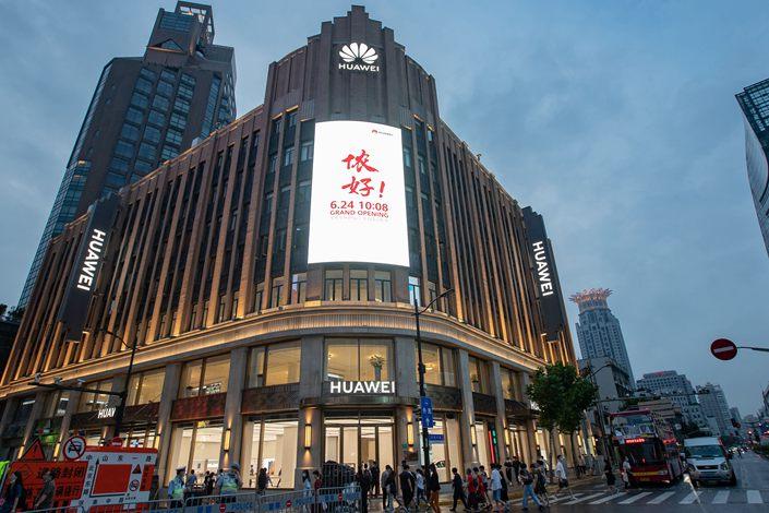 Huawei Dünyadaki En Büyük Mağazasını Şangay'da Açtı