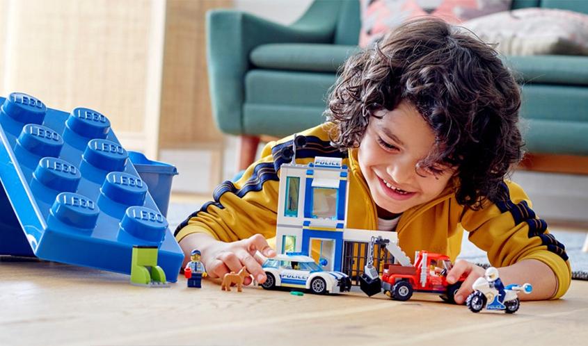 Lego, Polis Temasına Sahip Tüm Oyuncak Promosyonlarını ve Reklamlarını Geri Çekti