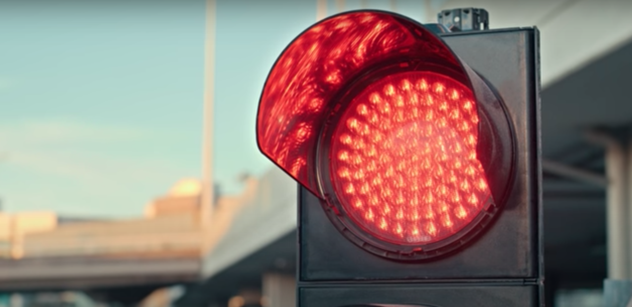 Kırmızı Işıkta Kornaya Basanlara Citroen'den 4 Dakika 37 Saniyelik Bir Cevap