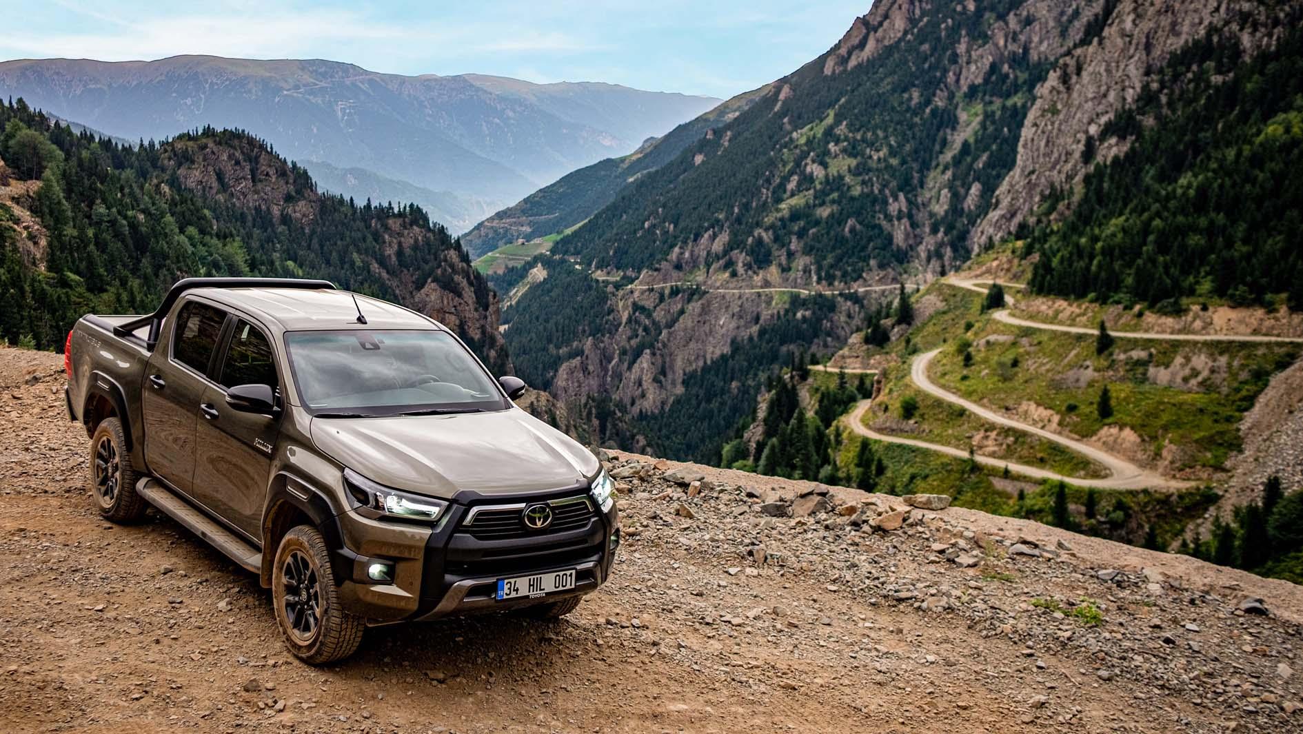 Yenilenen Toyota Hilux'un Reklam Çekimleri, Dünyanın En Tehlikeli Yolunda Yapıldı