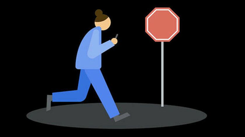Google Artık Yürürken Telefona Bakan Kullanıcıları Uyaracak
