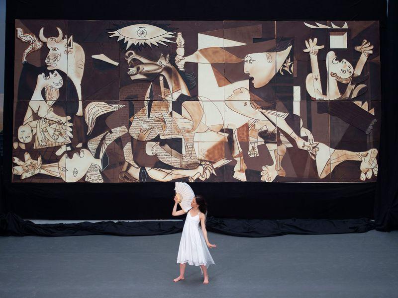 Picasso'nun Ünlü Guernica İsimli Eseri, Dev Boyutlarda ve Çikolatadan Üretildi