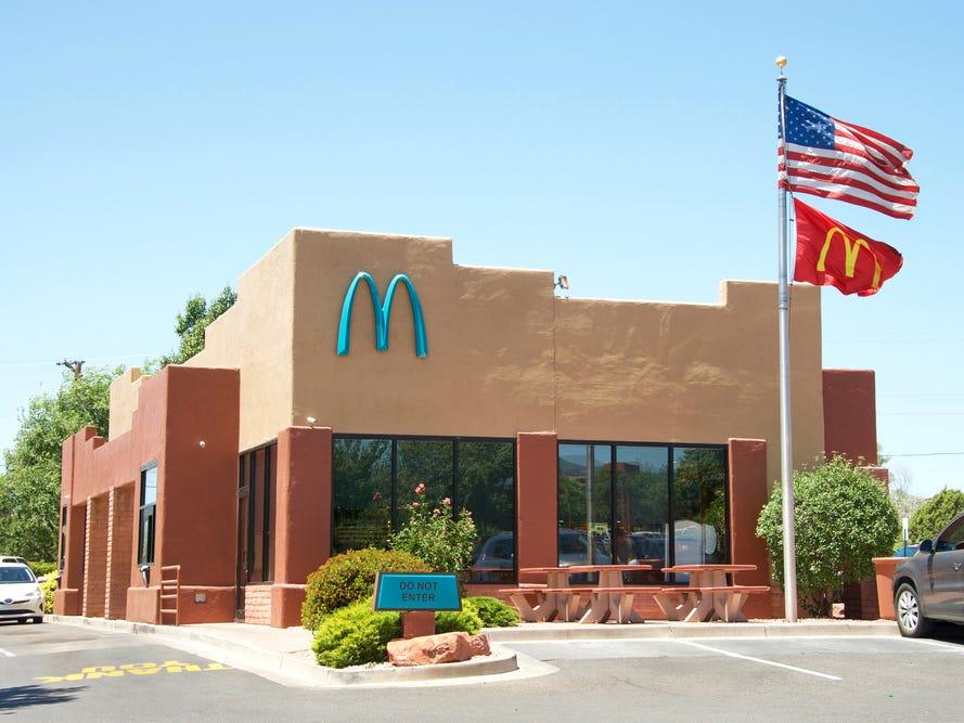 Dünyanın Tek Turkuaz Logolu McDonals'ı