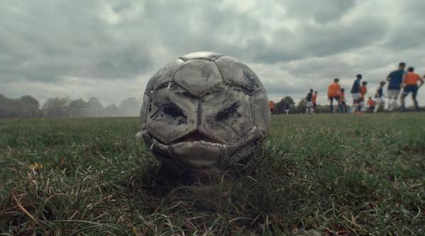 Nike'ın Eğlenceli Reklam Filminde Huysuz Bir Futbol Topu Yer Alıyor