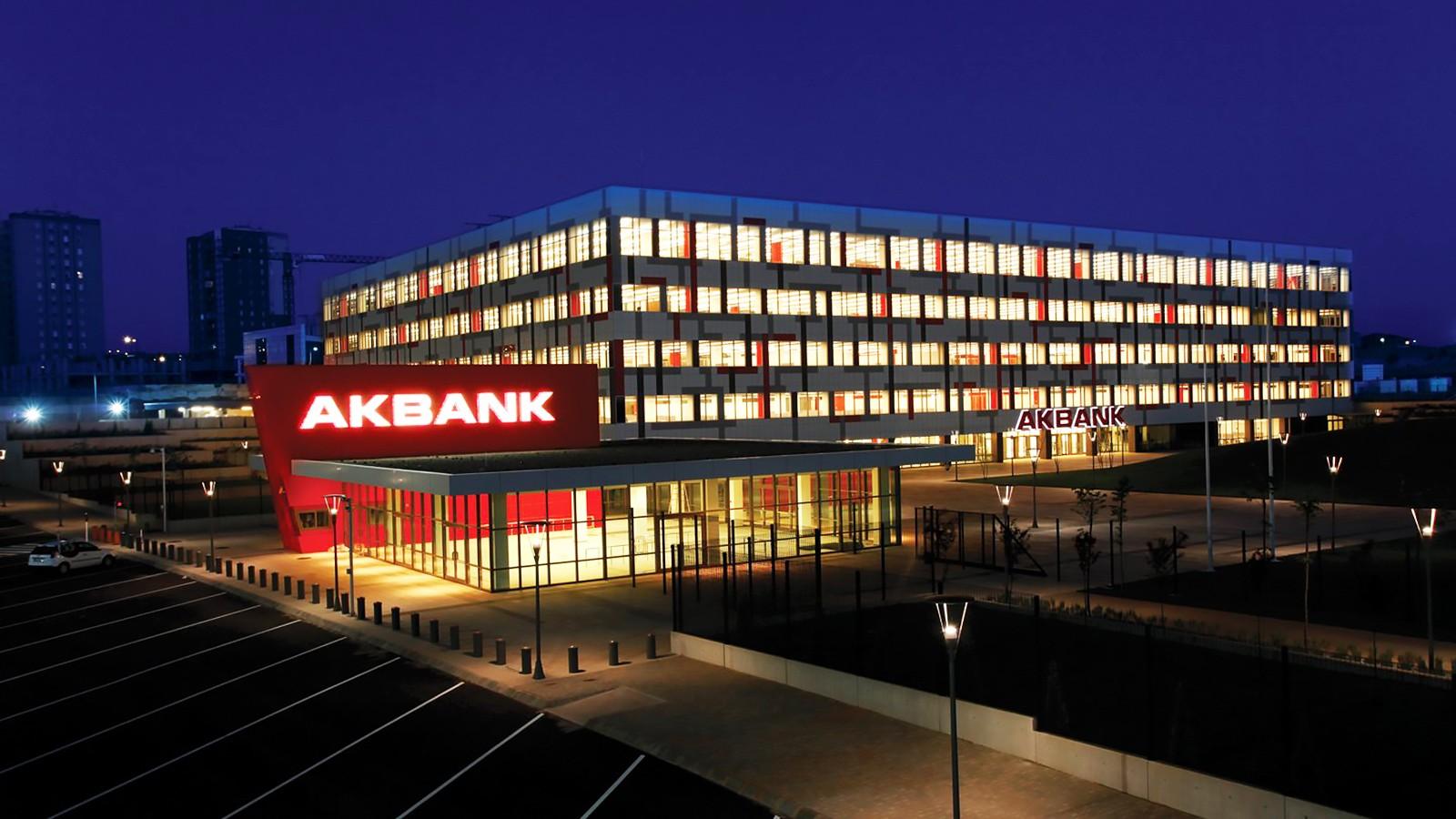 Sistem arızası yaşayan Akbank'tan yeni açıklama
