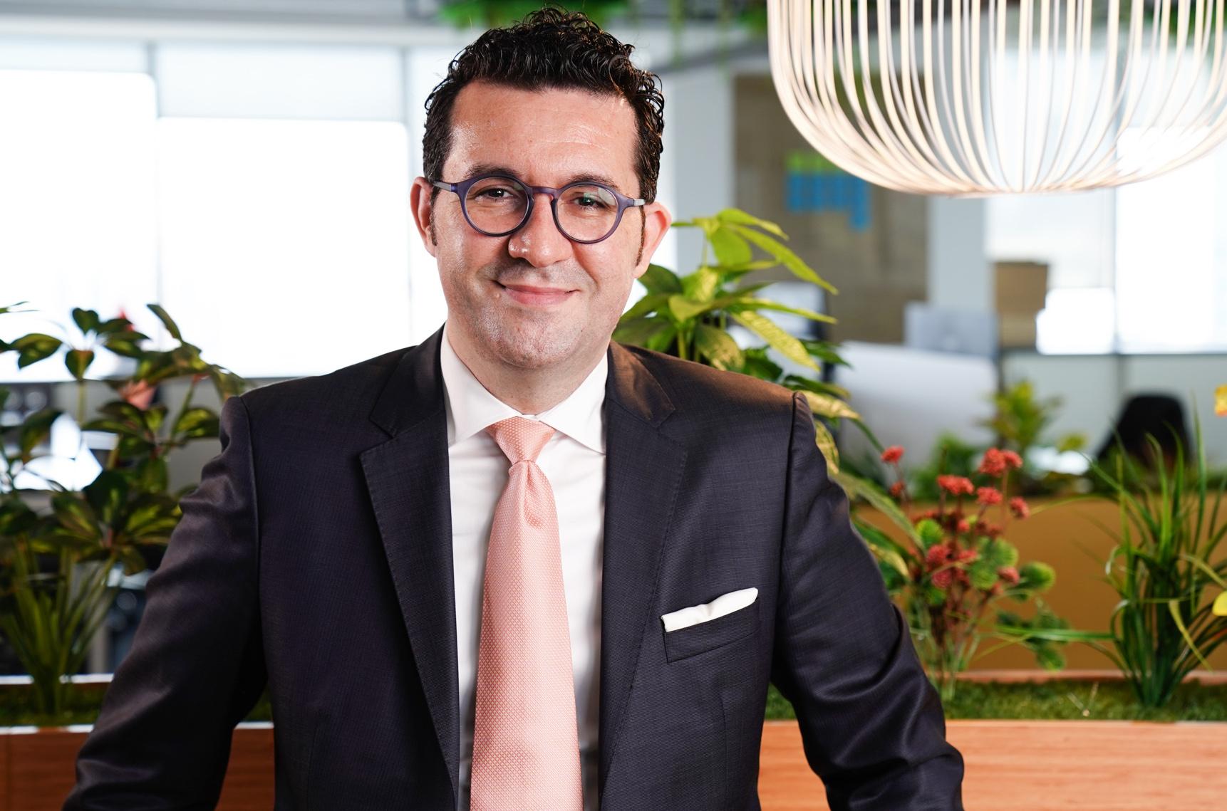 """arabam.com Pazarlama Direktörü Dr. Naim Çetintürk: """"Otomotiv sektörü dijitalleşerek tüketici beklentilerine cevap vermeye devam edecek"""""""